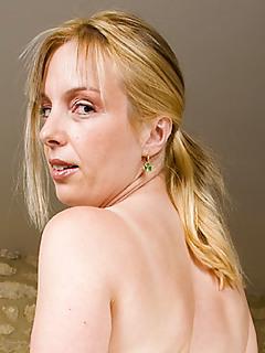 Blonde MILF Pics